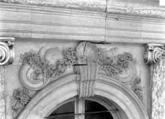 Domaine national de Versailles - Angle sud-ouest : Ecoinçons d'une fenêtre