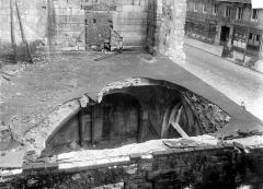 Ancienne abbaye Saint-Martin-des-Champs, actuellement Conservatoire National des Arts et Métiers et Musée National des Techniques - Eglise : Chapelle à gauche du clocher, toiture éventrée