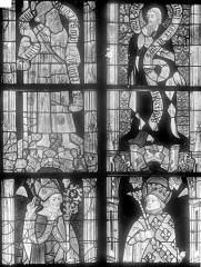 Cathédrale Saint-Julien - Vitrail du transept nord, baie 13, panneaux 7, 8, 15 et 16 : Saint Jacques le majeur, saint Philippe, saint évêque et saint Louis roi de France