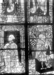 Cathédrale Saint-Julien - Vitrail du transept nord, baie 13, panneaux 17 et 18 : Chanoine donateur et Adam Chastelain évêque du Mans