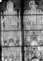 Cathédrale Saint-Julien - Vitrail du transept nord, baie 13 : Dais au-dessus des apôtres