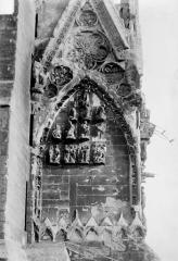 Cathédrale Notre-Dame - Portail nord de la façade ouest : Pignon à gauche de la porte, côté nord