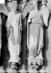 Cathédrale Notre-Dame - Portail nord de la façade ouest. Ebrasement gauche : Statues de saint Nicaise et de l'ange au sourire
