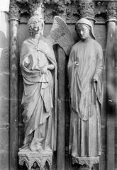 Cathédrale Notre-Dame - Portail central de la façade ouest. Ebrasement droit : Groupe de l'Annonciation, statues de l'ange et de la Vierge