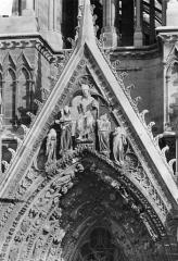 Cathédrale Notre-Dame - Portail sud de la façade ouest. Gable : Jugement dernier