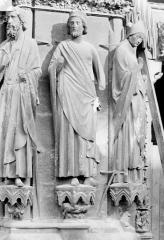Cathédrale Notre-Dame - Portail sud de la façade ouest. Ebrasement gauche : Statues de David, de Salomon et de saint Rémi évêque