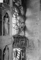 Cathédrale Notre-Dame - Revers du portail sud de la façade ouest : Statues, côté sud et linteau sous la rose du tympan