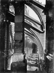 Cathédrale Notre-Dame - Façade sud : Arcs-boutants et sommets des voûtes des chapelles de la nef, vus vers l'est