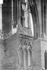Cathédrale Notre-Dame - Contrefort et départ d'un arc-boutant : Vue prise du sommet des voûtes du bas-côté