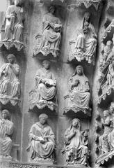 Cathédrale Notre-Dame - Portail gauche de la façade nord (portail du Jugement). Voussures de gauche : Vierges sages