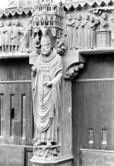 Cathédrale Notre-Dame - Portail central de la façade nord (portail de saint Calixte). Trumeau : Statue de saint Calixte