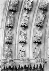 Cathédrale Notre-Dame - Portail central de la façade nord (portail de saint Calixte). Voussures de gauche : Evêques et prélats