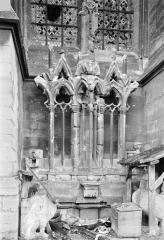 Cathédrale Notre-Dame - Façade nord, fragments déposés : Restes de l'ancien diadème