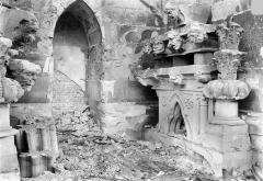 Chapelle située à l'entrée du cimetière du Nord - Dépôt lapidaire (ensemble) : Fragments déposés