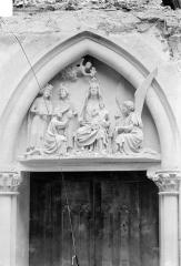 Ancien archevêché, actuellement Palais du Tau - Chapelle. Tympan de la porte : Couronnement de la Vierge