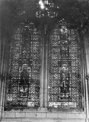 Cathédrale Notre-Dame - Vitrail, baie de la nef