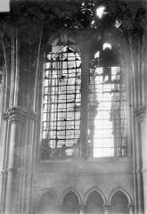 Cathédrale Notre-Dame - Vitrail, baie de la nef côté nord, 9e travée