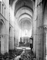 Eglise Saint-Andoche - Vue intérieure de la nef vers le choeur