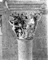 Eglise Saint-Andoche - Chapiteau : La Tentation du Christ