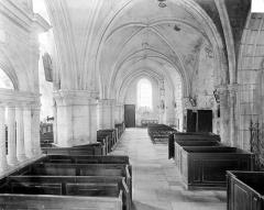 Eglise (collégiale) Saint-Pierre et Saint-Paul - Vue intérieure du bas-côté nord, vers l'ouest