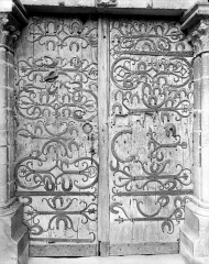 Eglise Saint-Martin - Portail de la façade ouest : Porte à pentures