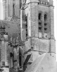 Ancienne cathédrale et son chapître - Façade nord : Tour-clocher et toiture de la nef (1e travée)