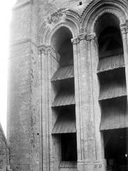 Ancienne cathédrale et son chapître - Tour-clocher : Détail des ouvertures