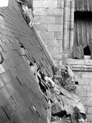 Ancienne cathédrale et son chapître - Toiture endommagée, côté nord de la nef : Détail au niveau de la balustrade
