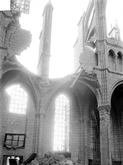 Cathédrale Saint-Gervais et Saint-Protais - Vue intérieure de la nef et du bas-côté, côté nord