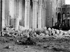 Cathédrale Saint-Gervais et Saint-Protais - Vue intérieure de la nef vers le nord-est