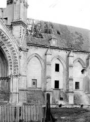 Ancienne abbaye de Saint-Jean-des-Vignes - Façade sud : Travées à droite du portail