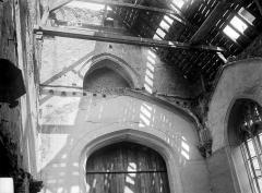 Eglise Notre-Dame - Vue intérieure : Voûte détruite et charpente