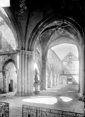 Eglise de la Nativité de la Vierge - Vue intérieure de la nef vers l'entrée
