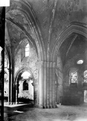 Eglise de la Nativité de la Vierge - Vue intérieure de la nef et du transept nord