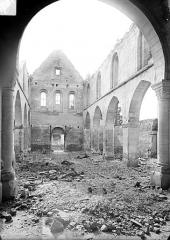 Eglise - Vue intérieure de la nef vers l'entrée