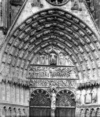 Cathédrale Saint-Etienne - Portail central de la façade ouest. Tympan et voussures : Le Jugement dernier