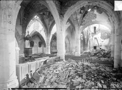 Eglise de Beauzée-sur-Aire - Vue intérieure du bas-côté et de la nef