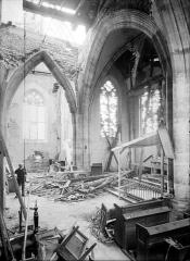 Eglise de l'Assomption - Vue intérieure à la croisée du transept