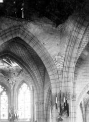 Eglise Saint-Martin - Vue intérieure à la croisée du transept : Départ de voûtes