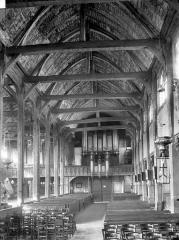 Eglise Sainte-Catherine - Vue intérieure de la nef vers l'entrée