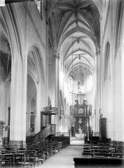 Eglise Saint-Jacques-le-Majeur et Saint-Christophe - Vue intérieure de la nef vers le choeur