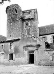 Ancien Hôtel-Dieu - Façade sur rue : Entrée et tour