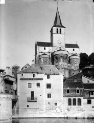 Eglise Notre-Dame - Vue générale prise de la rivière, côté est