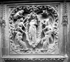 Cathédrale Notre-Dame - Bas-relief situé au nord de l'abside : L'Assomption