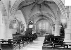 Eglise - Vue intérieure de la nef vers le choeur