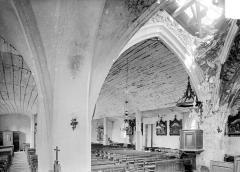 Eglise - Vue intérieure de la nef et du bas-côté sud, vers le nord-ouest