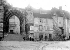 Eglise priorale Sainte-Croix - Porche d'entrée