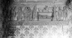 Eglise priorale Sainte-Croix - Portail du clocher. Linteau : Annonciation. Visitation. Nativité. Annonce aux bergers