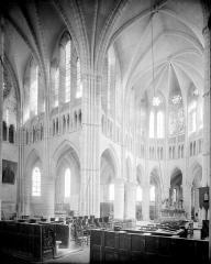 Abbaye - Vue intérieure du transept nord et du choeur, prise de la nef