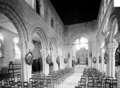 Eglise de la Nativité de la Vierge - Vue intérieure de la nef vers le choeur